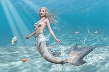 綺麗な青い海で小魚と一緒に楽しそうに泳ぐ満面の笑みを浮かべる可愛いマーメイド
