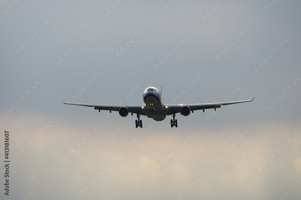 Fototapeta Low Angle View Of Airplane Flying In Sky