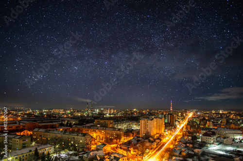 Fotografia Lights of the night city against the background of a beautiful starry sky in Ukr
