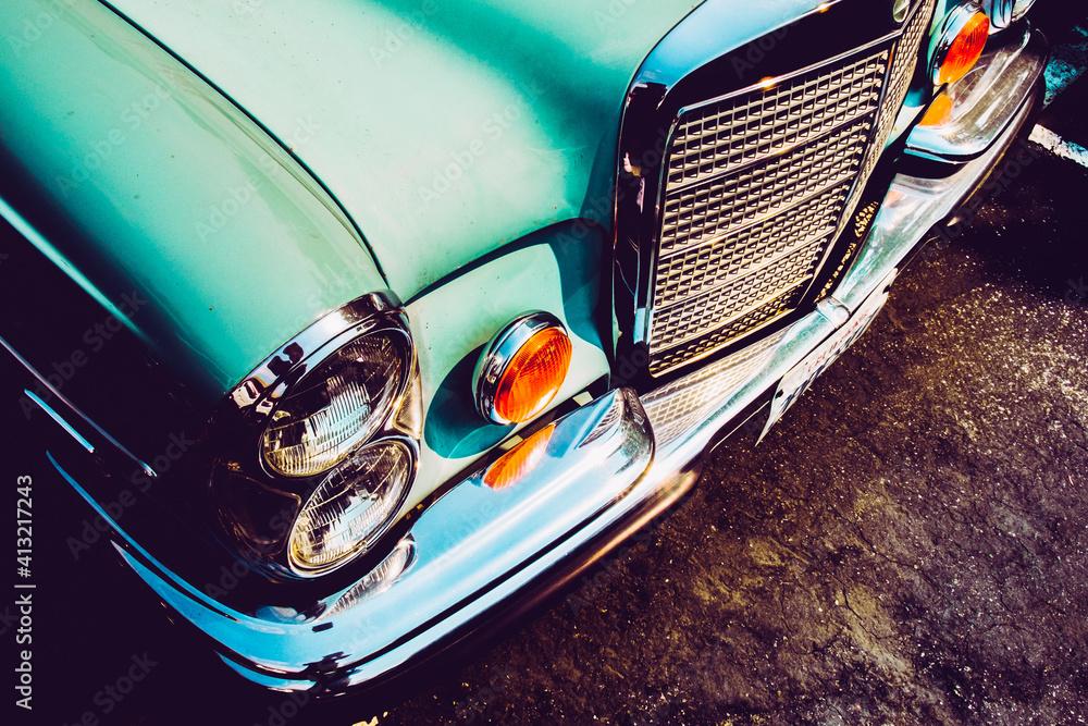 Fototapeta Closeup shot of a blue vintage car outdoors