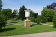 Barocke Steinvase im Schlossgarten in Neustrelitz