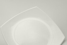 Plato Cuadrado De Porcelana Visto Desde Arriba.. Una Parte. Monocromo Y Aislado. Foto De Estudio..