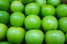 Muchas Manzanas Verdes Naturales.