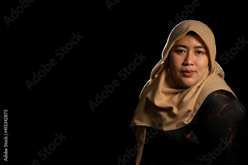 Fototapeta Portrait Of Woman In Hijab Against Black Background obraz