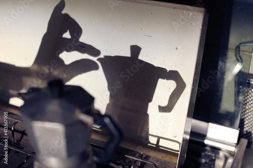 Foto Shadow Of Espresso Maker In Kitchen