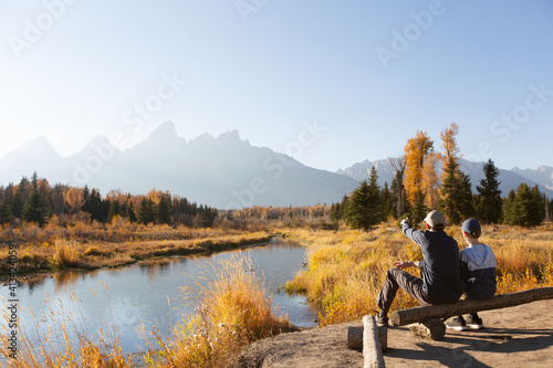 Fotografia family hike in grand teton