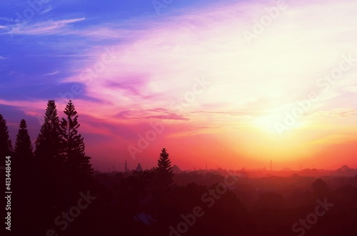 Fotografia Silhouette Of Trees At Sunset