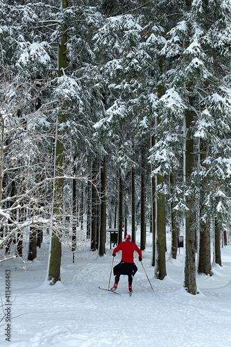 sportlicher Skifahrer im Thüringer Wald © Henry Czauderna