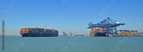 Papel de parede Two  Large Containers ship one leaving the Orwell estuary at Felixstowe one being loaded