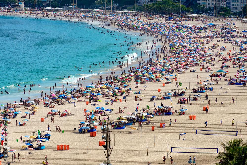 Fototapeta Copacabana beach and Avenida Atlantica in Rio de Janeiro, Brazil. Copacabana beach is the most famous beach of Rio de Janeiro. Skyline of Rio de Janeiro.