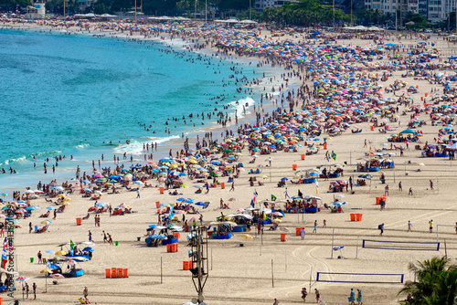 Fototapeta Copacabana beach and Avenida Atlantica in Rio de Janeiro, Brazil. Copacabana beach is the most famous beach of Rio de Janeiro. Skyline of Rio de Janeiro. obraz