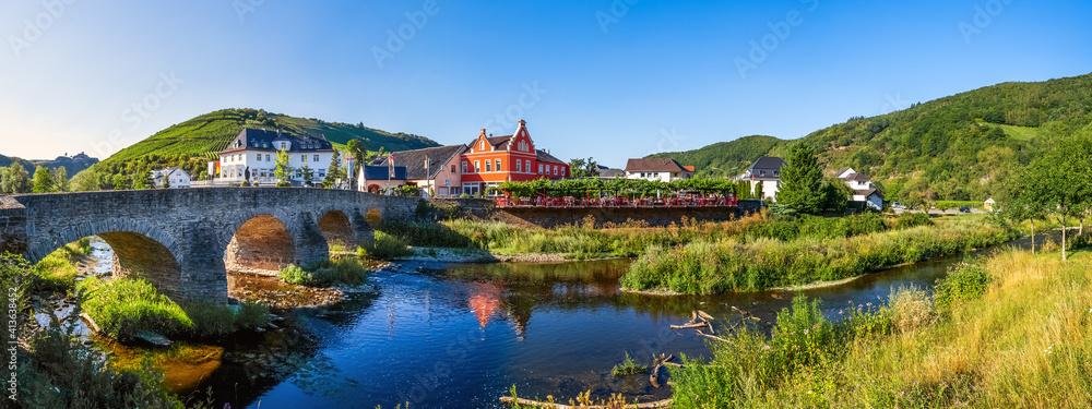 Fototapeta Nepumukbrücke, Rech im Ahrtal, Altenahr, Deutschland