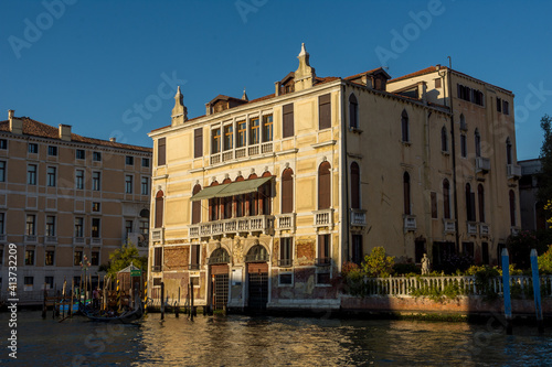 Fototapety, obrazy: discovery of the city of Venice and its small canals and romantic alleys