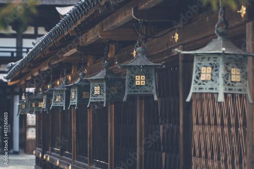 Billede på lærred 滋賀県近江八幡市にある沙沙貴神社の釣り灯篭
