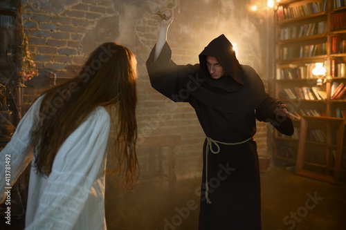 Fotografia, Obraz Exorcist casting out satan from crazy woman