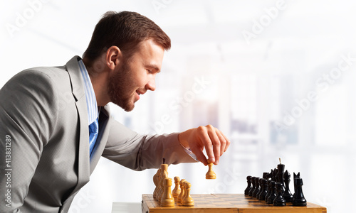 Fotografia Businessman moving chess figure in chessboard
