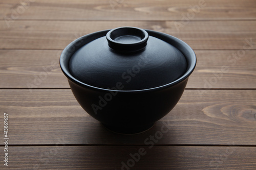 Foto 丼 どんぶり 料理 木のテーブル