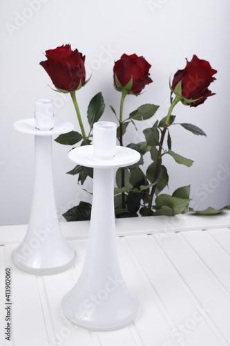 Obraz Świecznik biały szklany na białym tle - fototapety do salonu