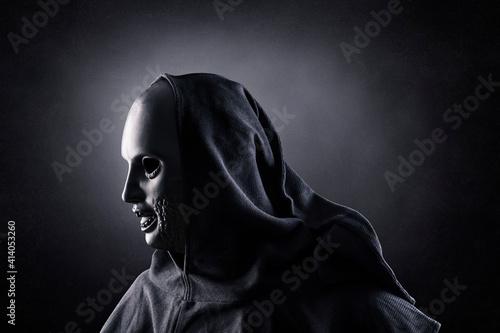 Billede på lærred Ghostly figure in the darkness of the night