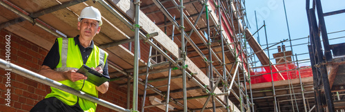 Fotografia Male Builder Construction Worker Contractor on Building Site Panorama Banner