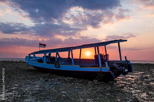 Cuadros en Lienzo Indonesian sunset in Gili Trawangan