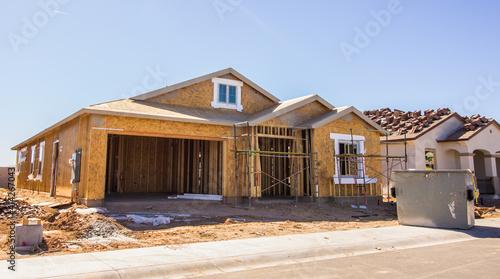 Fotografia, Obraz New Home Construction In Housing Development