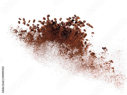 Foto Ground coffee with whole beans explosion