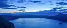 夜明け前の摩周湖のパノラマ情景@北海道