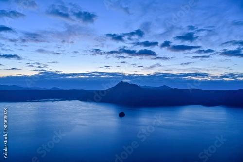 Fotografie, Tablou 夜明け前の摩周湖の情景@北海道