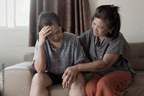 Canvas Print old asian woman suffering from mental health
