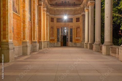 Fototapeta Night view of arcade in the Trinkhalle building in German spa town Baden Baden obraz