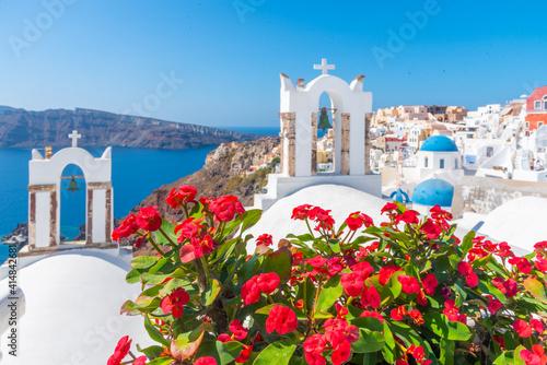 Canvas Churches and blue cupolas of Oia town at Santorini, Greece