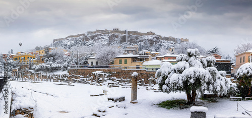 Photo Panorama of the ruins of the Roman Agora underneath the Acropolis of Athens, Gre