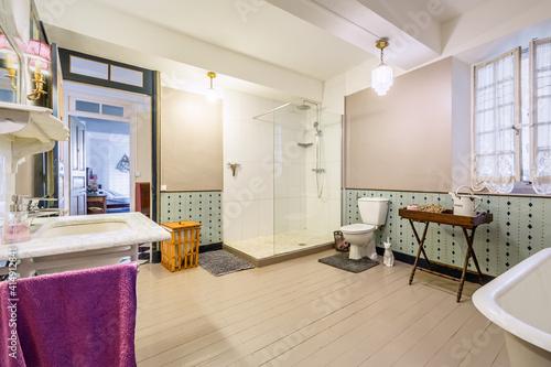 Fototapeta Chambre et table d'hôte dans ancienne magnanerie - Salle de bain