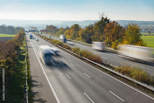 Fototapeta Autobahn in Deutschland mit Verkehr obraz