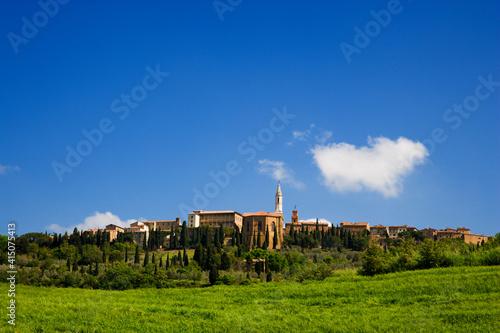 Fotografia, Obraz Italy, Pienza. Landscape with hilltop town.
