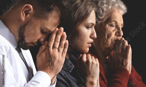 Obraz na plátně Religious people praying to God on dark background