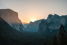 Mesmerizing View Of The Mountains Gleaming Under The Sunset In The Yosemite National Park