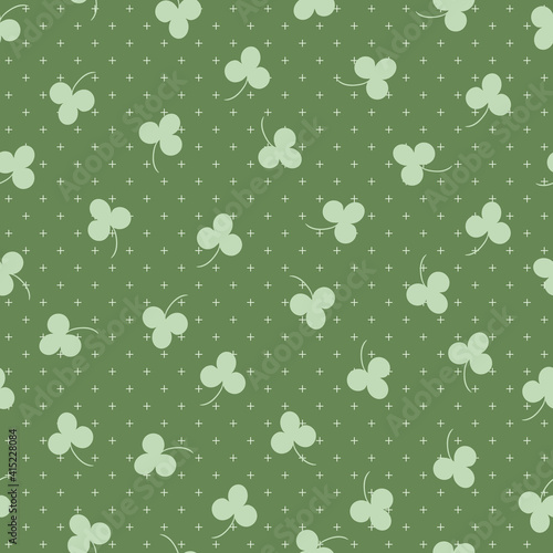 Fotografiet Tossed Green Clovers Seamless Pattern Background Print