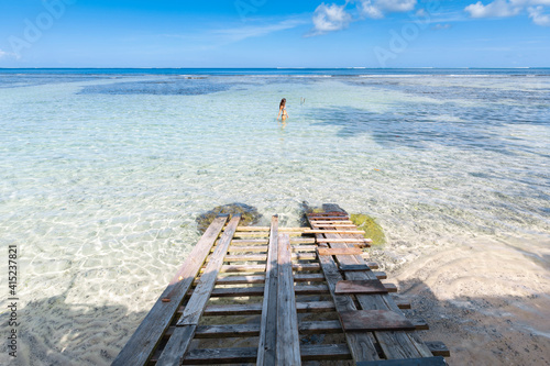 Fototapeta relaxing on a Tahitian beach