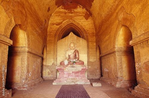 Buddha image in Htilominlo Temple, Pagan (Bagan), Burma (Myanmar) Fototapeta