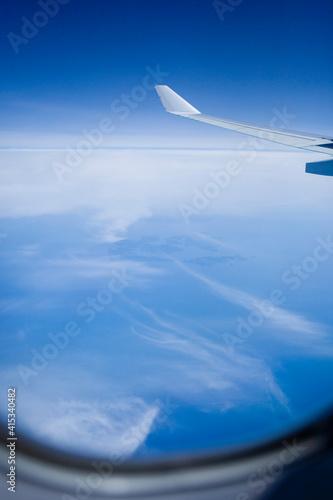 비행기 창 밖 모습 / Out of the airplane window Fotobehang