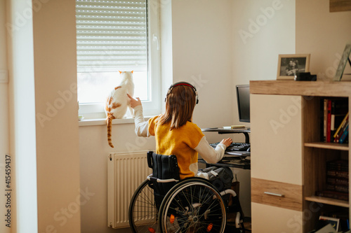 Vászonkép Her disability won't stop her from living modern life