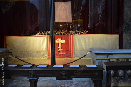 Canvas Print interior of the Catholic cathedral of Saint John the Baptist in Turin where the