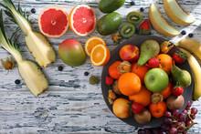 Sfondo Con Frutta Fresca Su Tavolo Rustico