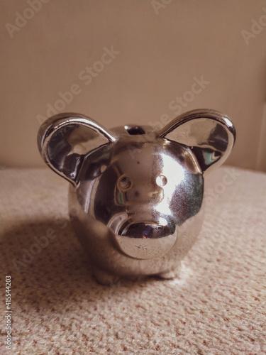 Fototapeta Vertical shot of a small silver pig cashbox on the obraz na płótnie