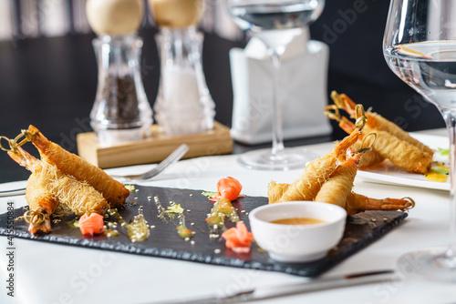 Fototapeta fried shrimps with sauce obraz