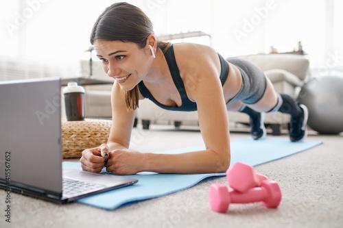 Fototapeta Woman doing abs exercise, online fit training obraz