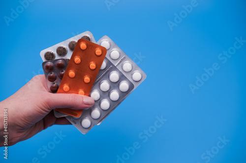 Valokuva Hand holding blister pills
