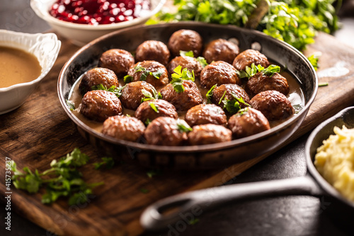 Fotografie, Obraz Swedish meatballs, kottbullar, in a pan topped with fresh parsley